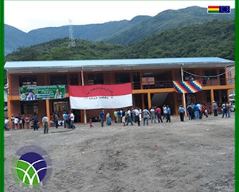 <span id='sec'>En el municipio de Cajuata:</span><br><span id='prim'>ESTUDIANTES DE LOS YUNGAS SE BENEFICIAN CON LA CONSTRUCCIÓN DE AULAS ESCOLARES</span>