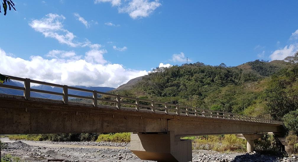 Gobierno rehabilita puente vehicular para facilitar el comercio de productos agropecuarios