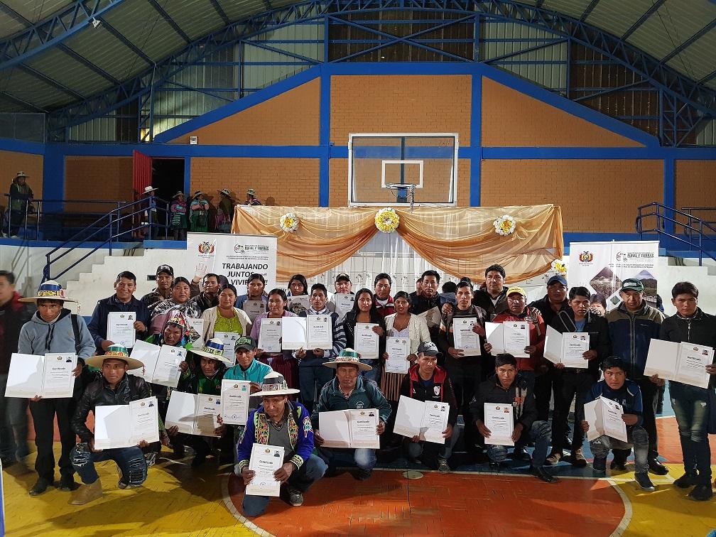 Promotores en manejo y conservación de suelos reciben certificación por competencia