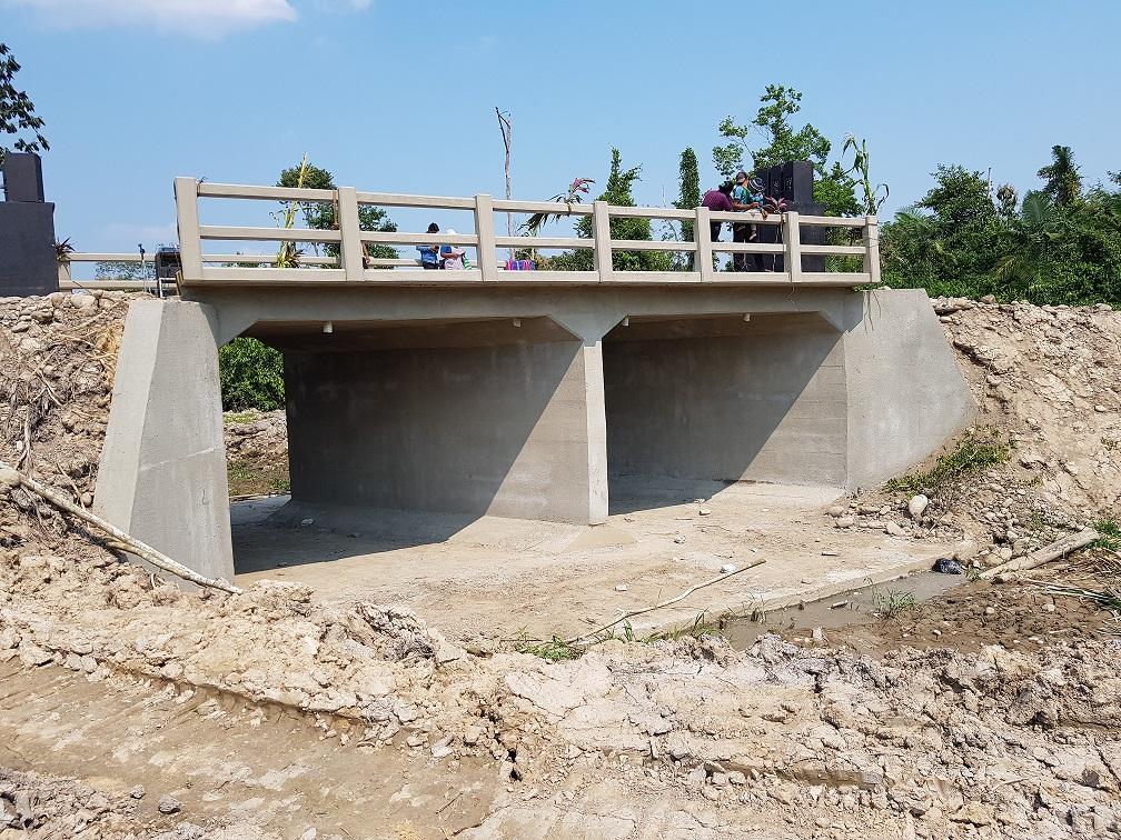 comunarios de nueva litoral se benefician con un puente cajón