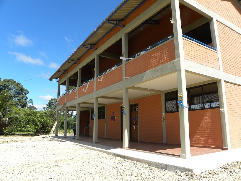 Entrega de aulas en la Unidad Educativa Hernan Siles del municipio de Entre Ríos
