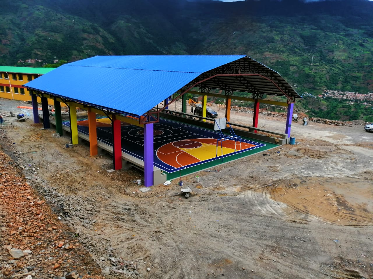 Entrega de Tinglado,Cancha y Graderías para Unidad Educativa Unión Huiri, Irupana-La Paz