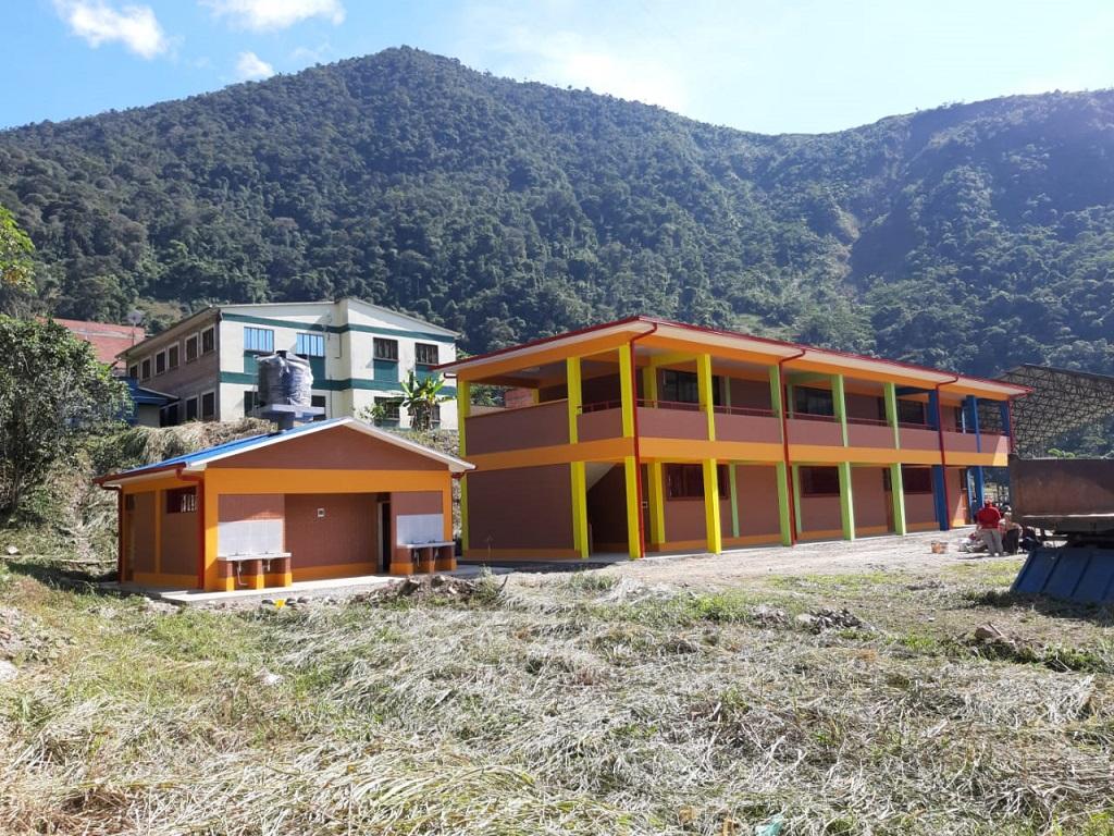 """Aulas y batería de baño a la unidad educativa """"Villa Litoral""""municipio La Asunta"""