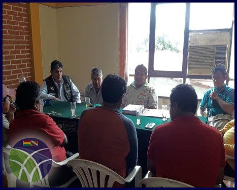<span id='sec'>Chimoré - Cochabamba:</span><br><span id='prim'>El FONADIN se reúne con productores de banano y piña buscando mejorar la producción</span>